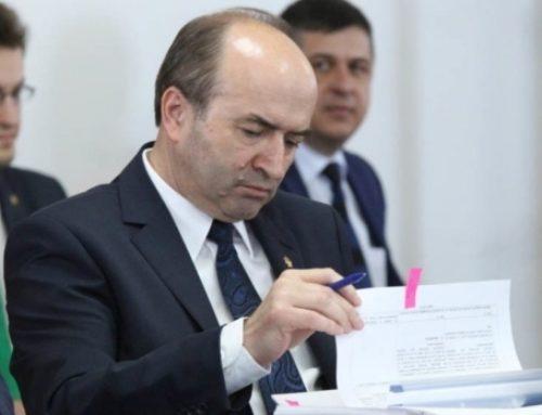 Liga Studenților din Iași: Tudorel Toader vrea să îl demită pe Augustin Lazăr