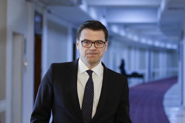 Ministerul Educației îl apără pe plagiatorul Codruț Olaru prin amânarea unui aviz al Direcției Juridice. Sunt acoperiți și plagiatorii cu funcții înalte: Licu, Negoiță, Tudose, Netejoru