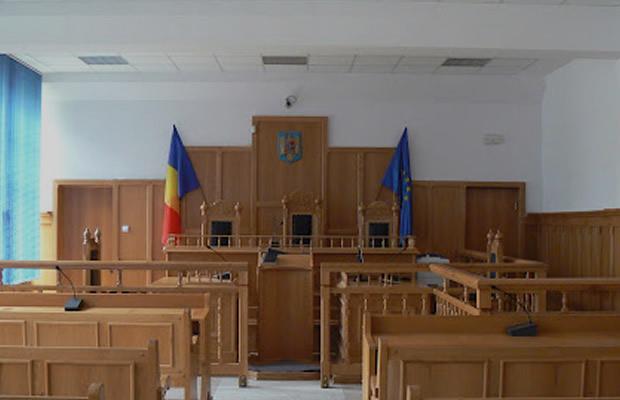Liga Studenților din Iași solicită universităților să nu condiționeze prezența fizică a studenților de vaccin sau teste: este ilegal, vom sesiza instanțele de judecată și Poliția